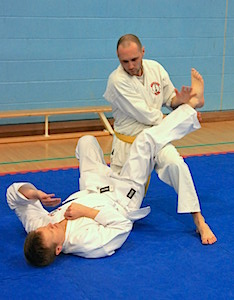 Beginners White & Yellow Belts working together